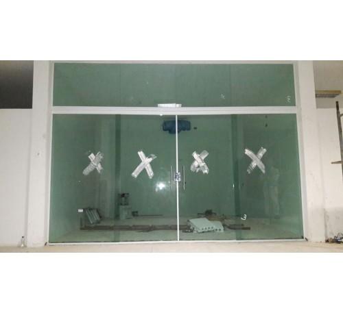 Porta De Correr Com Bandeira Fixa Em Vidro Verde